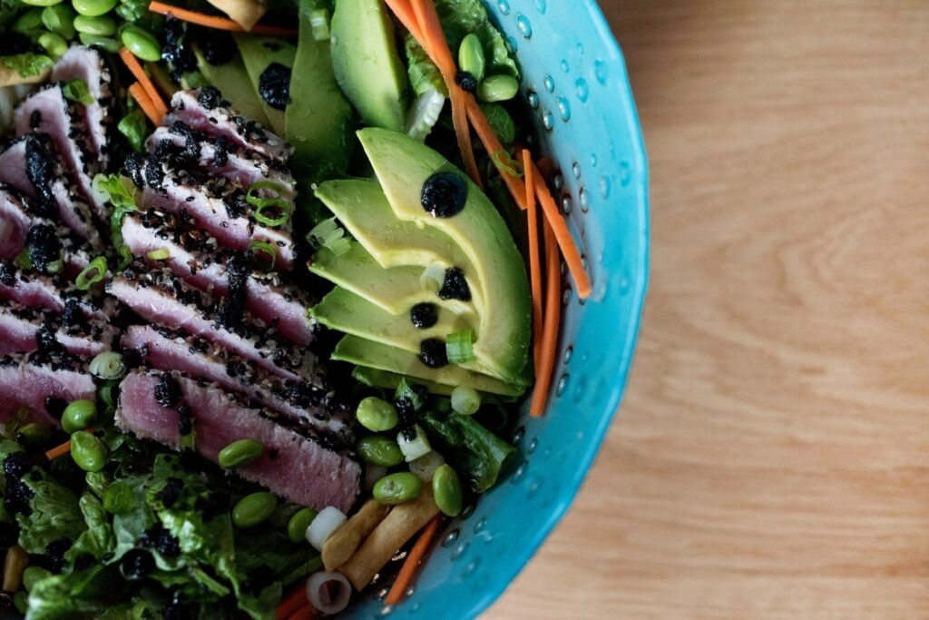 salata sa avokadom i povrcem